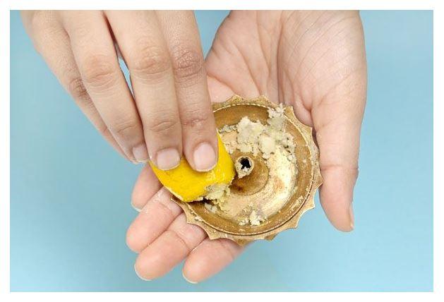 metal cleaning with lemon fruit peel